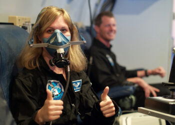 Dr. Ulyana Horodyskyj dons her oxygen mask in the altitude chamber (credit: Ross Lockwood)